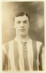 GEORGE HOLLEY (SUNDERLAND & ENGLAND)  FOOTBALL POSTCARD