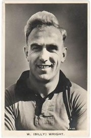 BILLY WRIGHT (WOLVERHAMPTON WANDERERS & ENGLAND) C1955 FOOTBALL POSTCARD