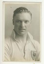 ARTHUR SINNING (TOTTENHAM HOTSPUR AND GILLINGHAM) FOOTBALL POSTCARD