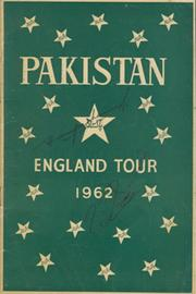PAKISTAN ENGLAND TOUR 1962 CRICKET BROCHURE - SIGNED BY HANIF AND MUSHTAQ MOHAMMAD