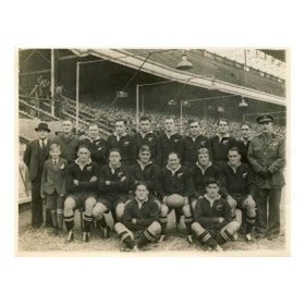 NEW ZEALAND (V CARDIFF) 1945 RUGBY PHOTOGRAPH