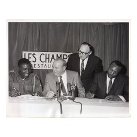 DICK TIGER V BOB FOSTER (CONTRACT SIGNING) 1968