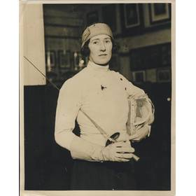 MISS PEGGY BUTLER (BRITISH FOIL CHAMPION) 1930 press photograph