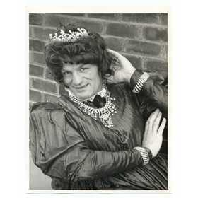 HENRY COOPER 1971 BOXING PHOTOGRAPH - DRESSED IN DRAG