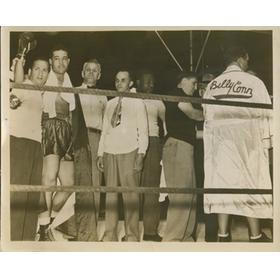 JOE LOUIS FOLLOWING VICTORY OVER BILLY CONN 1941 PRESS PHOTOGRAPH