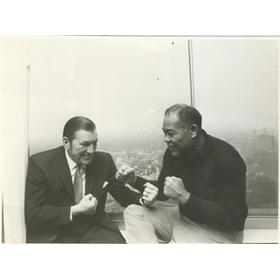 JOE LOUIS WITH TOMMY FARR ORIGINAL PRESS PHOTO