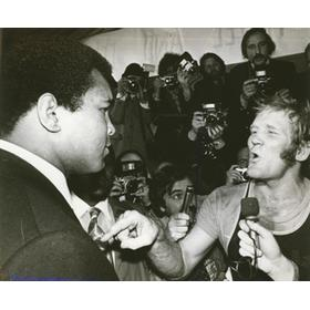 MUHAMMAD ALI AND RICHARD DUNN 1976 PRESS PHOTOGRAPH