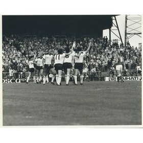 FULHAM 1982 (DAVIES CELEBRATES) FOOTBALL PRESS PHOTOGRAPH