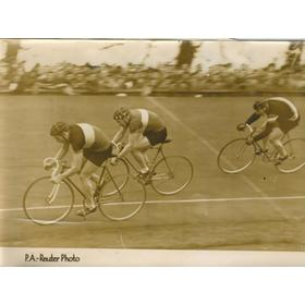 CYCLING AT HERNE HILL 1947 PHOTOGRAPH - INCLUDING REG HARRIS