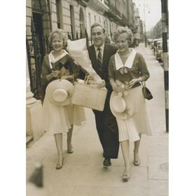 BILLY WRIGHT WITH THE BEVERLEY SISTERS 1959 FOOTBALL PHOTOGRAPH