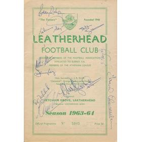 LEATHERHEAD V FULHAM 1963 FOOTBALL PROGRAMME - SIGNED BY FULHAM TEAM