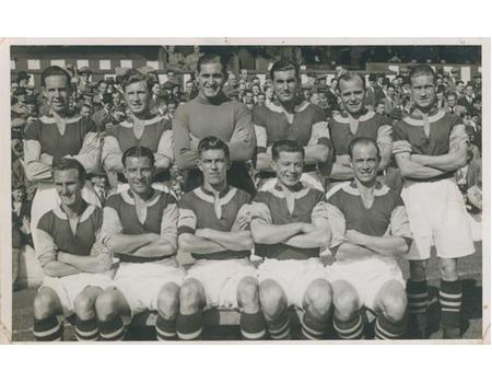 BURNLEY FC FOOTBALL PHOTOGRAPH - EARLY 1940S (WARTIME)